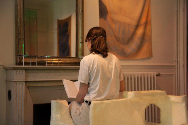 «Depuis la mer», performance de Anna Ternon - Contemporaines